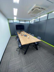 株式会社フォーチュン 遊技機開発 社内画像 会議室